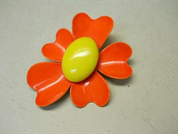 CUTE 60s Orange Flower Pin // vintage