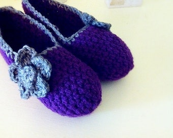 Super Chunky purple yarn, Simply slippers , Adult Crochet Slippers , crochet flower shoes, house shoes