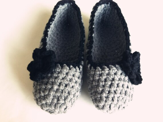 Extra thick Simply slippers , Adult Crochet Slippers , handmade shoes with flowers , Women house shoes