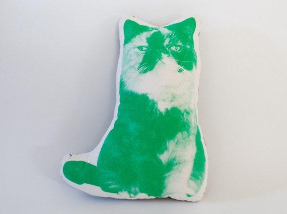 Cat Goma shaped cushion