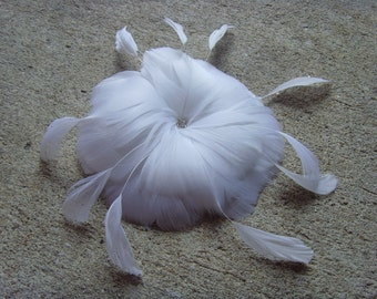 Feather Facinator : Natural White  ( Hairclip / Pin ) with Rhinestone, Vintage-Inspired Headpiece