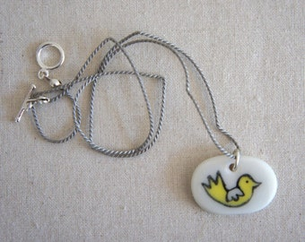 Birdie: porcelain pendant necklace, oval-shaped, hand-modelled and hand-painted