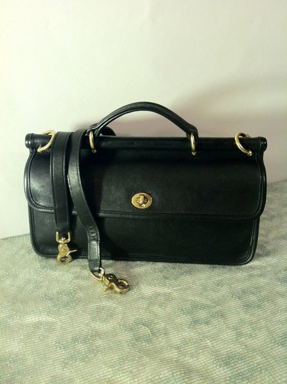 vintage black leather coach purse shoulder bag messenger style. Black Bedroom Furniture Sets. Home Design Ideas