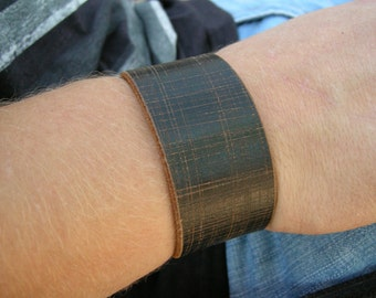 Mens Leather Cuff Faded Distressed Sketch Plaid Design Tough  Bracelet with Snap BRN-8-2