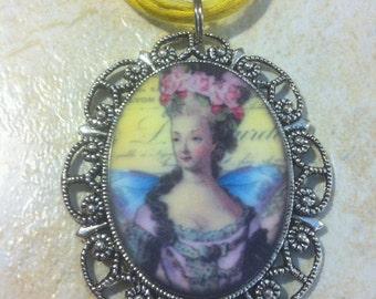 Renaissance Romantic Queen Cameo Necklace Pendant Vintage Victorian Style Cameo Scarf Purse Charm