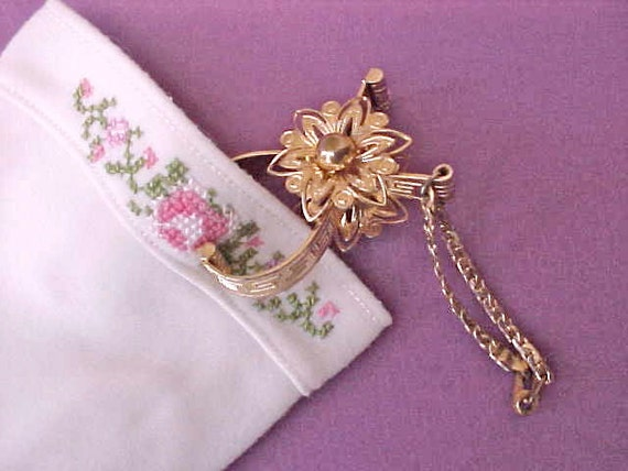 Pretty Vintage Glove Clip with Greek Key Design