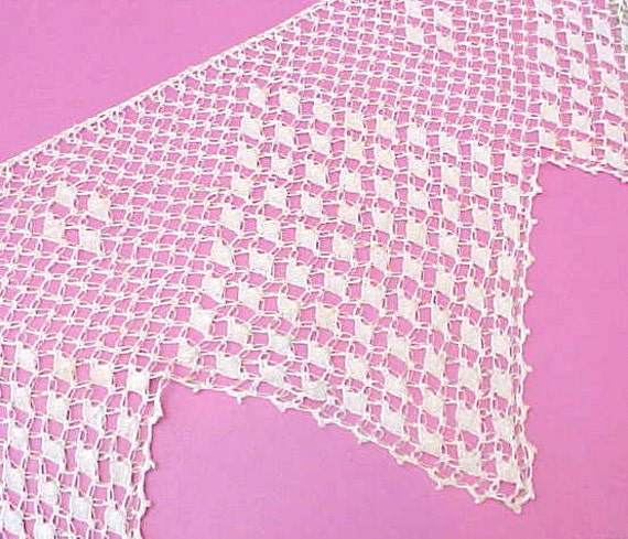 Gorgeous Piece of Deeply Scalloped Victorian Crochet Lace Trim