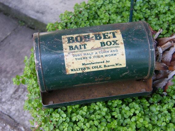 Bob bet bait box green metal worm fishing tackle beaver wi for Fishing worm box
