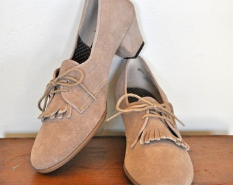 Vintage Outdoorables Suede Oxford Pumps with kilties