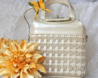Vintage Pearl White/ Ivory Woven Basket Handbag