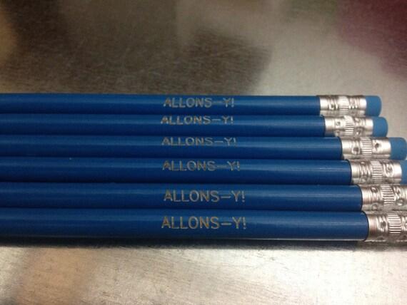 Exclusive Doctor Who the 10th Doctor ALLONS-Y TARDIS Blue No 2 Slogan Pencil Set