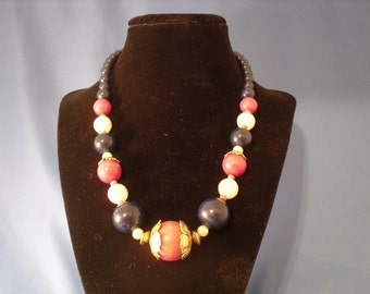 Reduced Vintage Hot pink and blue beaded necklace (13)