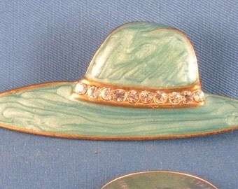 Blue green hat with rhinestones brooch. (Bp40)