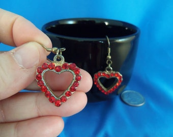 Red Rhinestone heart pierced earrings. (P46)