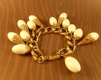 Vintage White tear drop beaded Bracelet. (B26)