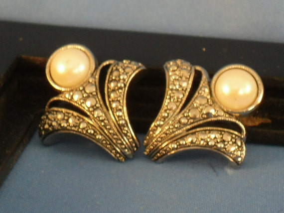 Vintage Marcasite and pearl like stone pierced earrings (P25)