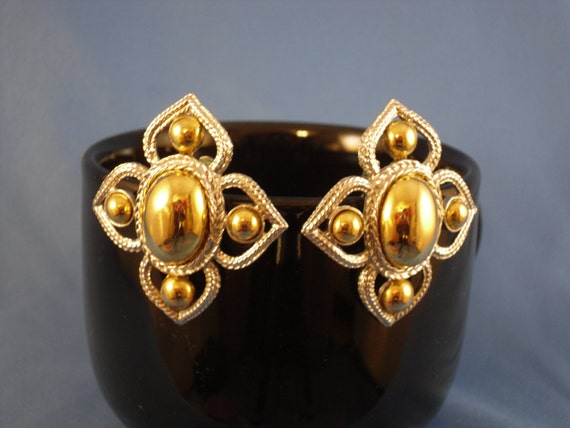 Vintage gold and silver clips earrings (C9)