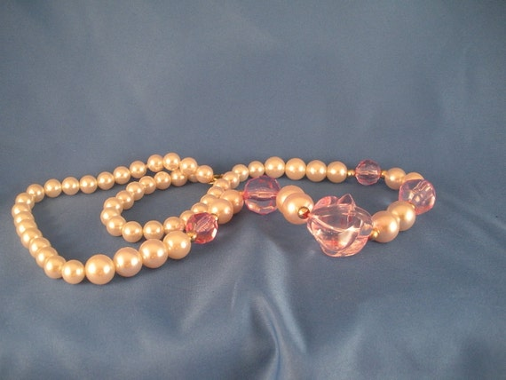 Reduced Pink and pearl stranded necklace. (N29)