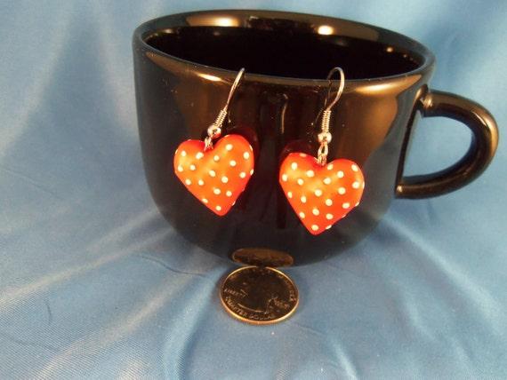 Red and white polka dot heart pierced earrings. (P39)