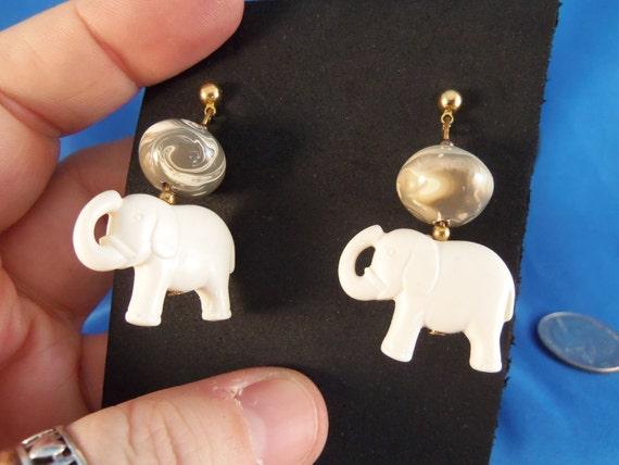Vintafe white elephant pierced earrings. (P80)