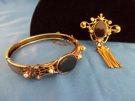 Vintage bracelet and brooch set.