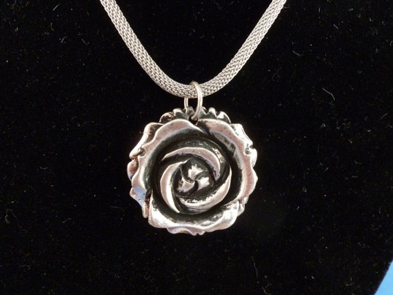 Silver toned Rose necklace with rope Chain ( N75)
