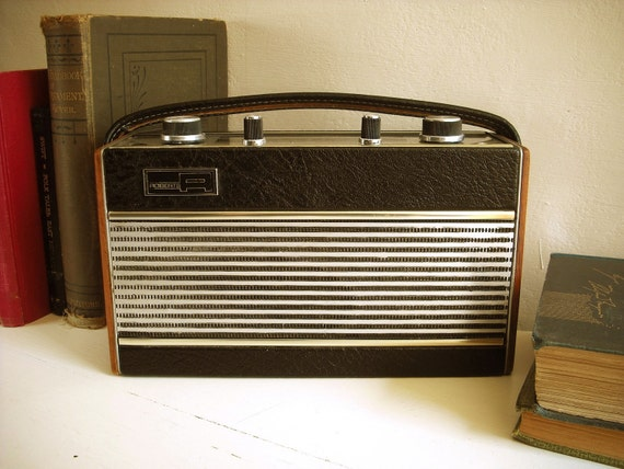 Vintage portable Roberts RIC2 transistor radio. Partially working. 1970's English.