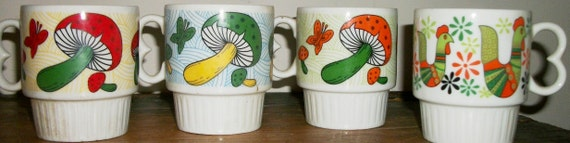 4 Stackable Super Retro Mod Mugs Made in Japan with Mushrooms and Chicken