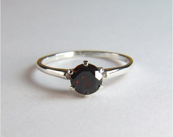 Garnet (Rare 'Pyrope' Garnet), Round Cut, 6mm x 1.05 carats, Sterling Silver Ring