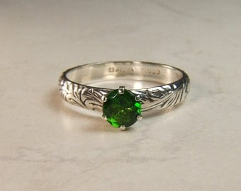 Chrome Diopside ('Russian Emerald'), 6.0mm x 1.06 Carats, Round Cut, Sterling Silver Ring