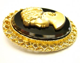 Charming Vintage Cameo in Gold Matte And Black Glass - Wear as a Brooch or Necklace