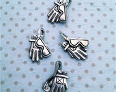 Ski Gloves and Sunglasses Charms  ---4 pieces-(Antique Pewter Silver Finish)--style 828-Free combined shipping