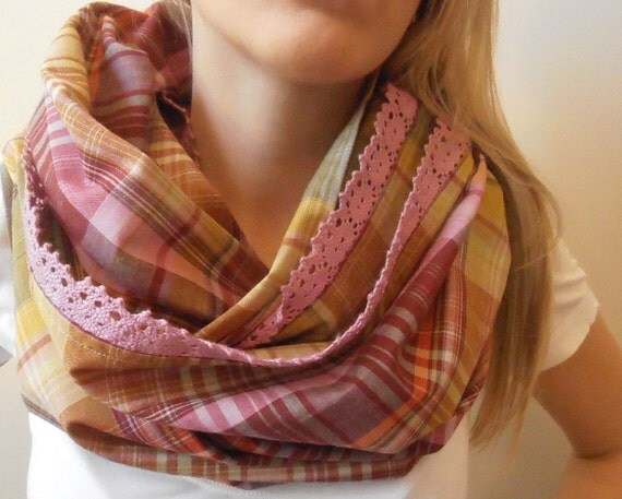 FREE SHIPPING - Checked cotton infinity scarf with romantic lace in lilac