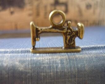 CLEARANCE 6 pcs Antique Bronze Sewing Machine Charm 19mm (BC530)