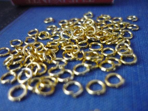 200 pcs 4mm Gold Jump Rings (GF512)