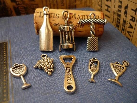 8 pcs Antique Silver Assorted  Wine Charm Set (SC693)