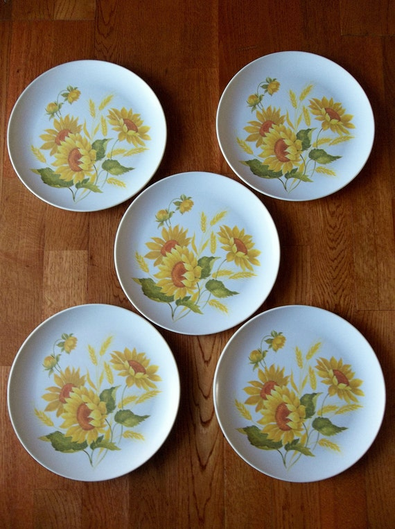 Sunflower and Wheat Design Vintage Nostalgic Melmac Inspired Plastic Dinner Plates--set of 5