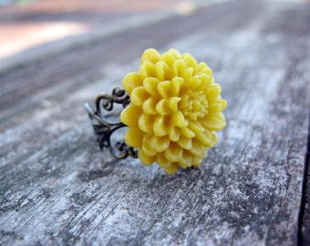 Mustard-Yellow Chrysanthemum --Vintage Inspired-- Ring