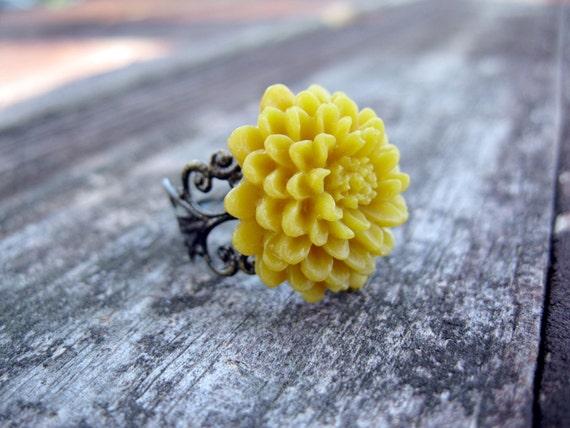 Mustard-Yellow Chrysanthemum --Vintage Inspired-- Ring
