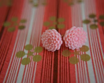 Pale Pink Chrysanthemum Earrings