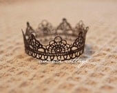 Newborn Crown Belia in Brown Photo posing prop