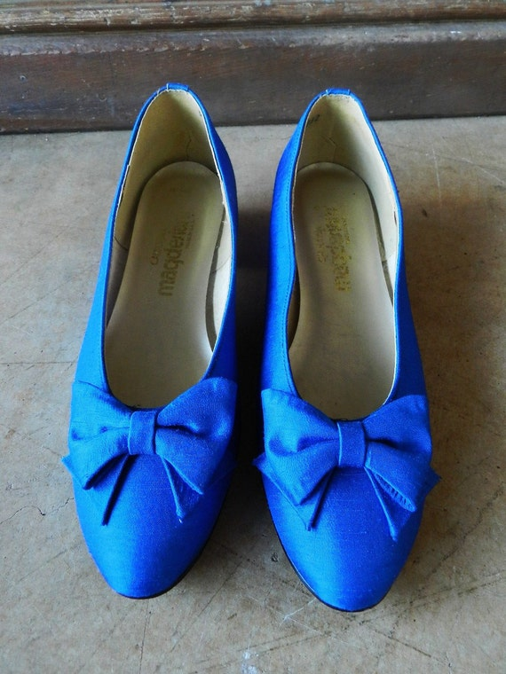 80's LOW HEEL PUMP - Royal Blue, Large Bow, Excellent Condition, Size 8, 1 inch heel