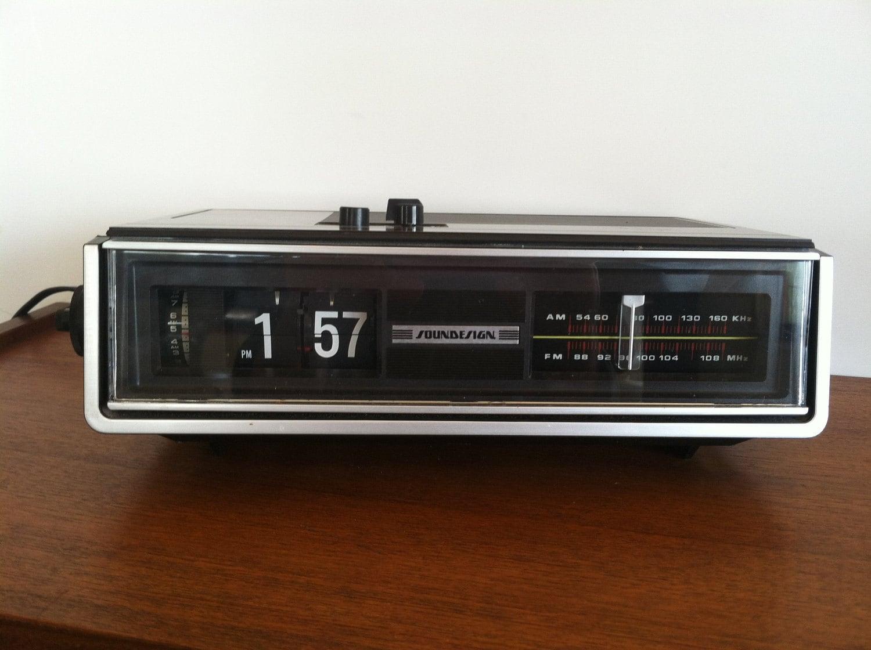 Vintage Soundesign 3545 B Alarm Clock Radio by HotCoolVintage