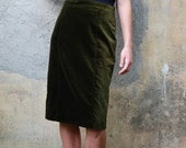 Dark moss green vintage pencil skirt in velvety fabric, size 12-14