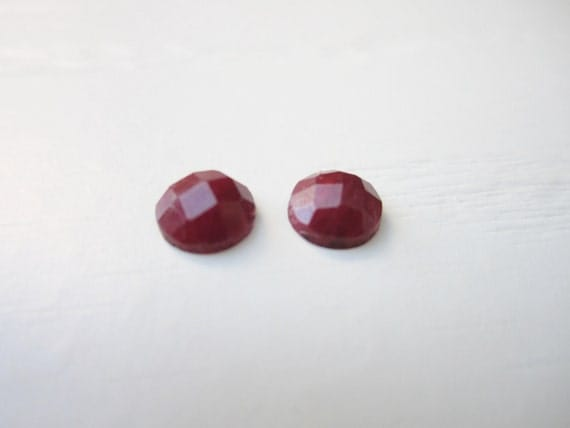 GCF-1104 - Natural Ruby Gemstone - 6mm Round Faceted Cabochon - 2 Cabs