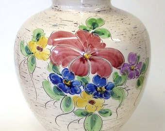 Bay vase with flower decor