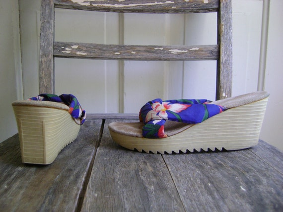 Vintage Hawaiian Floral Tall Wedges/Size 6