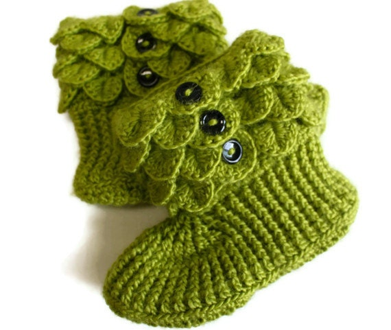 Items similar to Crochet Crocodile Adult Slipper Boots in ...
