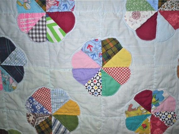 Vintage Hand Stitched Quilt - Bed Quilt Dresden Plate