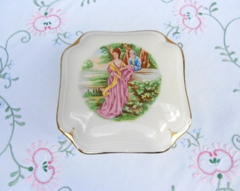 Limoges Porcelain Vintage French Trinket Box (A101)